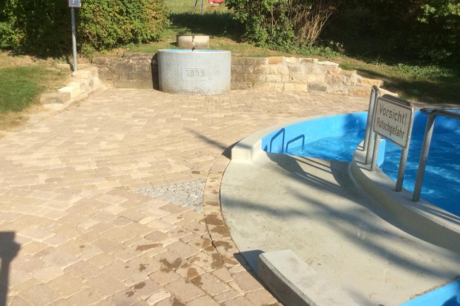 Erneuerung rund um die Wassertretanlage in Bamlach