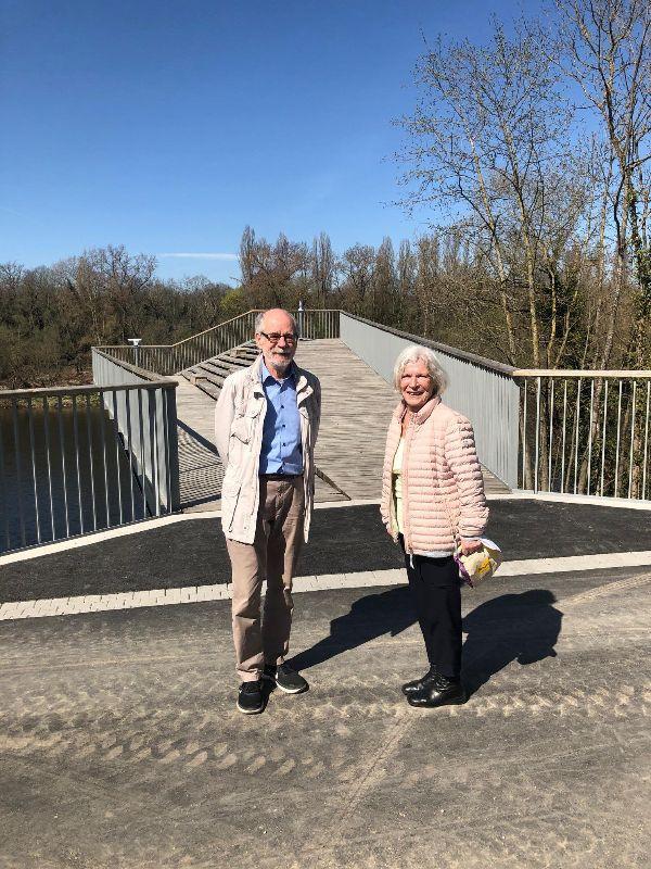 Spaziergänger am Rhein